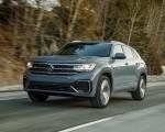 2020 Volkswagen Atlas Cross Sport SEL Premium R Line (Color: Pure Gray) Front Three-Quarter Wallpapers 150x120 (5)