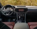 2020 Volkswagen Atlas Cross Sport SEL Premium R Line (Color: Pure Gray) Interior Cockpit Wallpapers 150x120 (39)