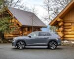 2020 Volkswagen Atlas Cross Sport SEL Premium R Line (Color: Pure Gray) Side Wallpapers 150x120 (28)