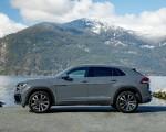 2020 Volkswagen Atlas Cross Sport SEL Premium R Line (Color: Pure Gray) Side Wallpapers 150x120 (26)