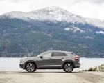2020 Volkswagen Atlas Cross Sport SEL Premium R Line (Color: Pure Gray) Side Wallpapers 150x120 (27)
