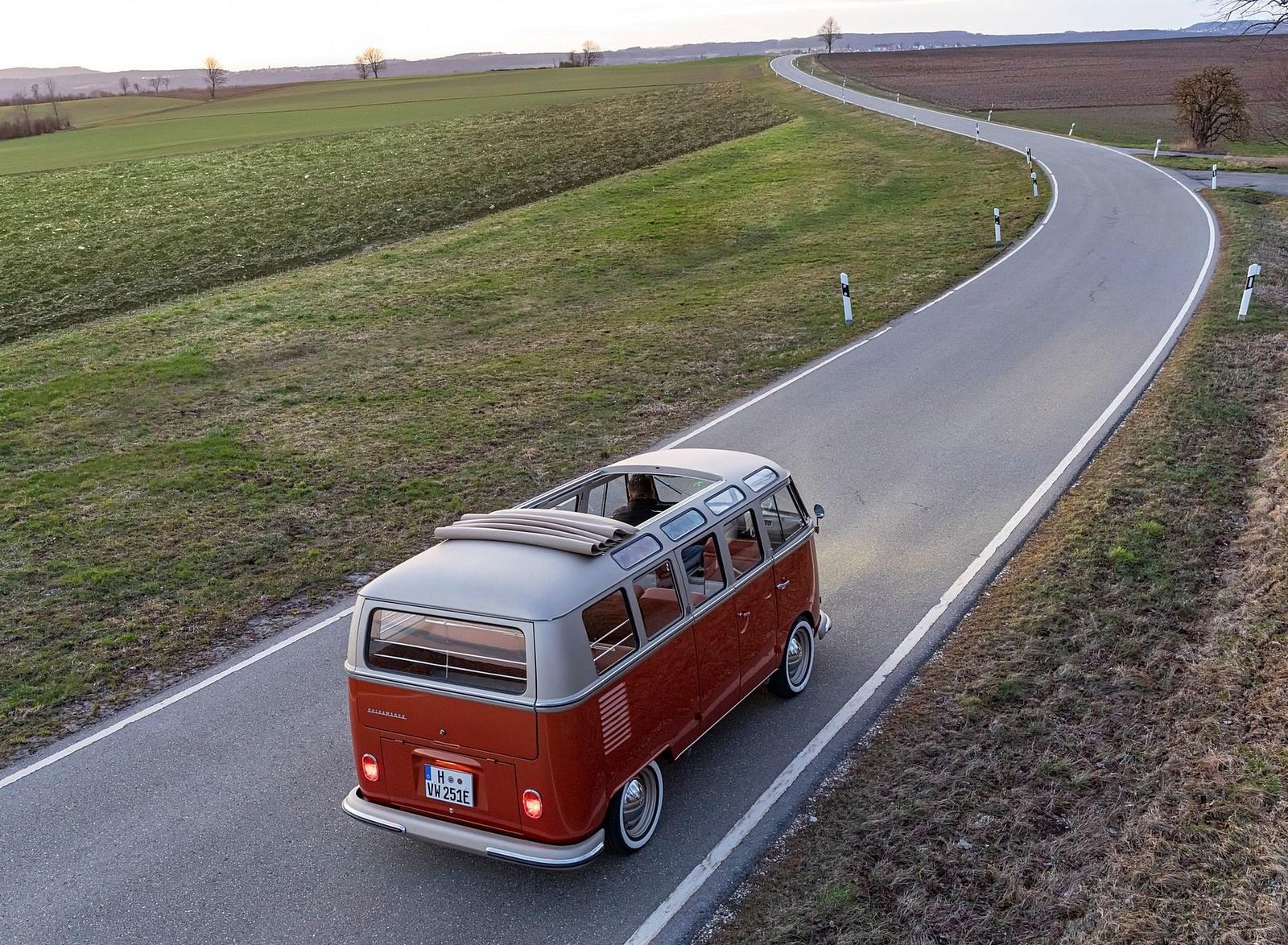 2020 Volkswagen e-BULLI Concept Rear Three-Quarter Wallpapers (4)
