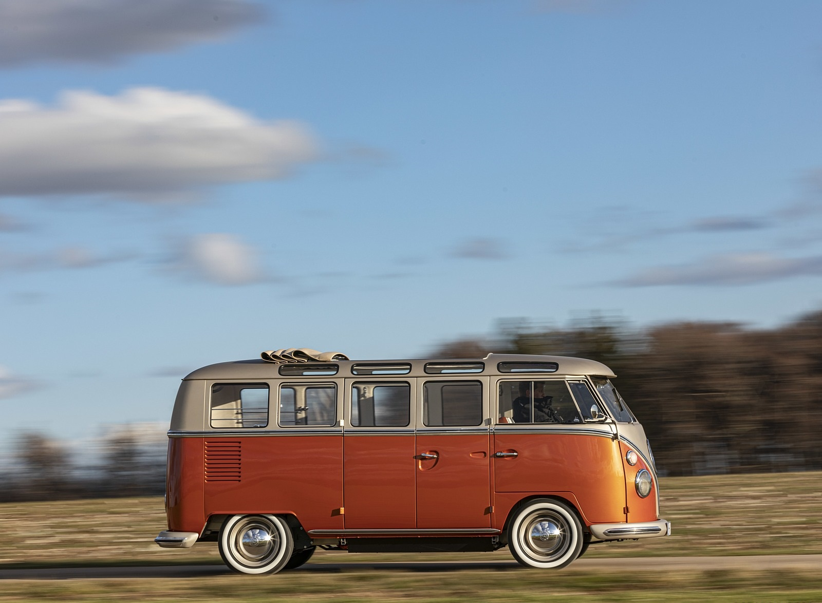 2020 Volkswagen e-BULLI Concept Side Wallpapers (5)