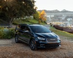 2021 Chrysler Pacifica Pinnacle AWD Front Three-Quarter Wallpapers 150x120 (6)