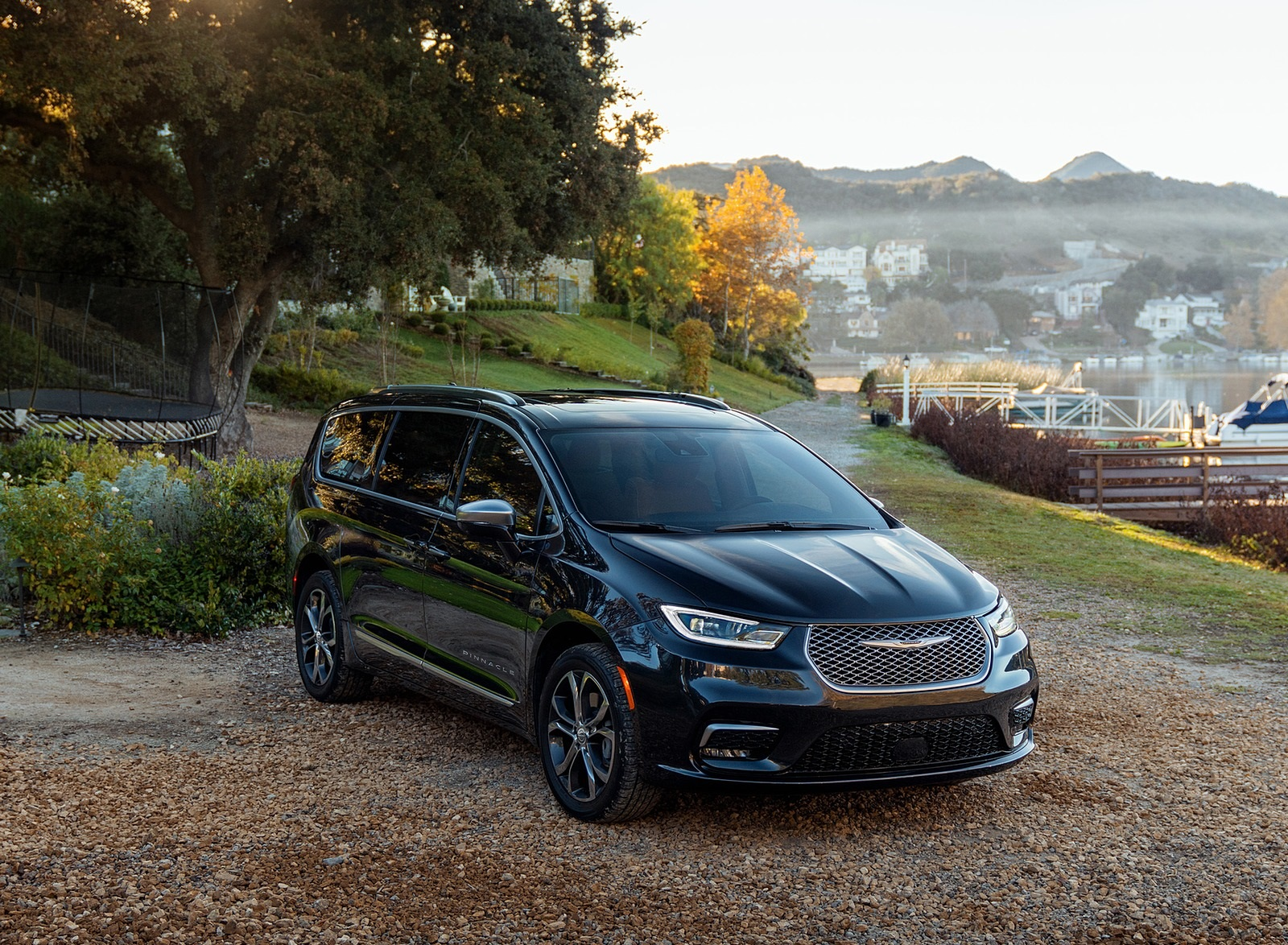 2021 Chrysler Pacifica Pinnacle AWD Front Three-Quarter Wallpapers (6)