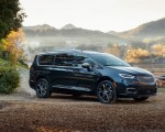 2021 Chrysler Pacifica Pinnacle AWD Front Three-Quarter Wallpapers 150x120 (7)