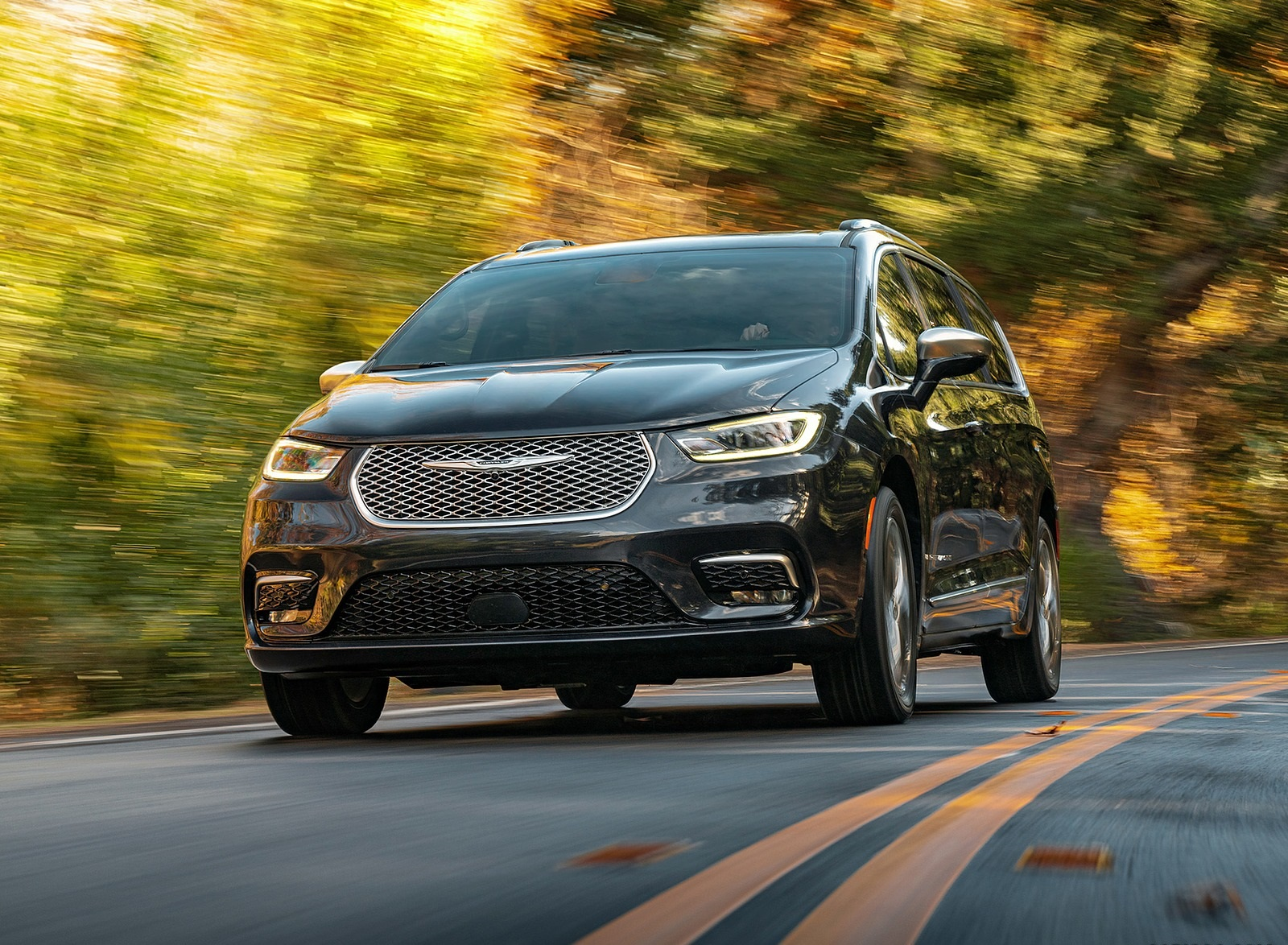 2021 Chrysler Pacifica Pinnacle AWD Front Wallpapers (1)