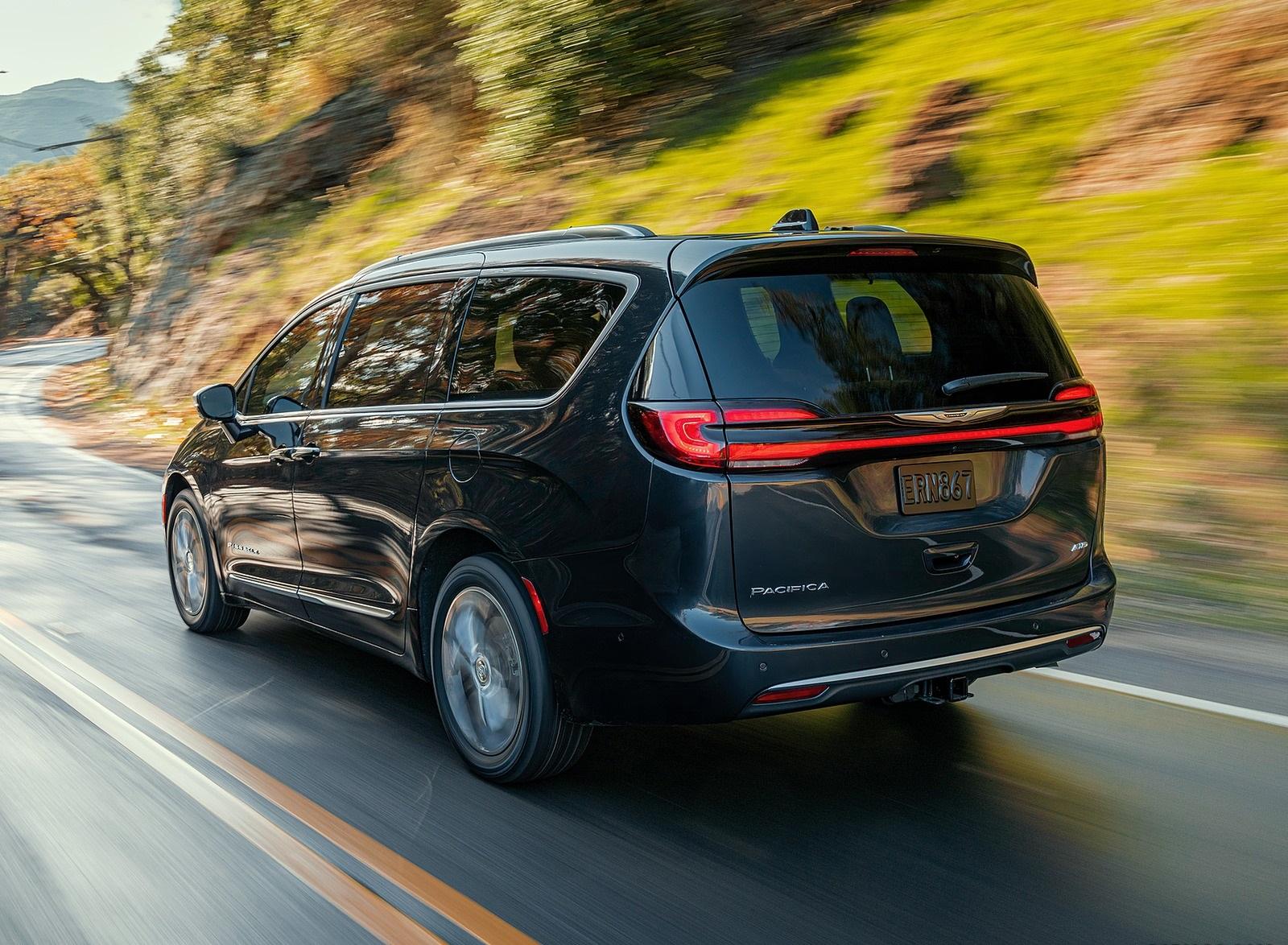 2021 Chrysler Pacifica Pinnacle AWD Rear Three-Quarter Wallpapers (3)