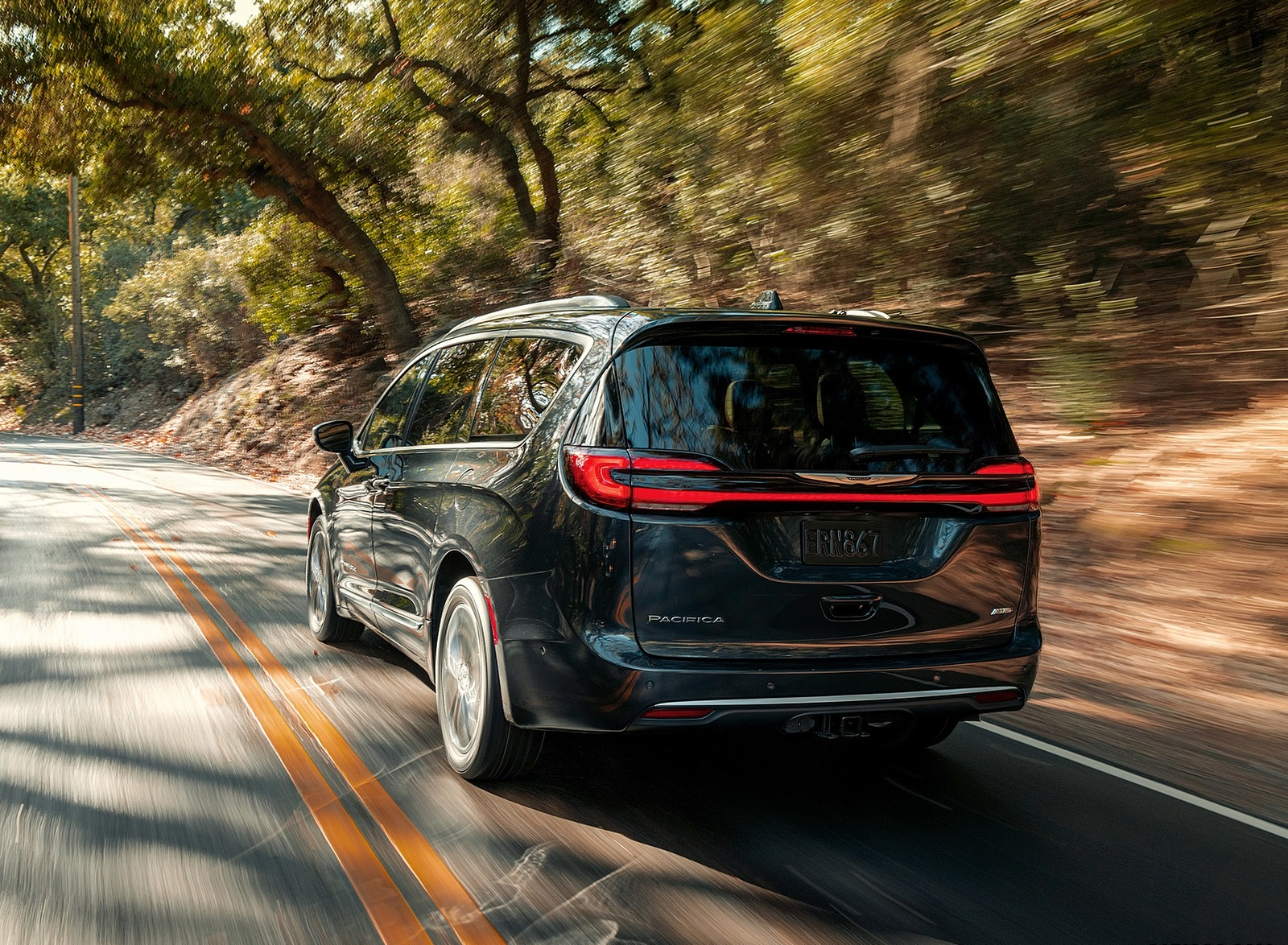 2021 Chrysler Pacifica Pinnacle AWD Rear Wallpapers (4)