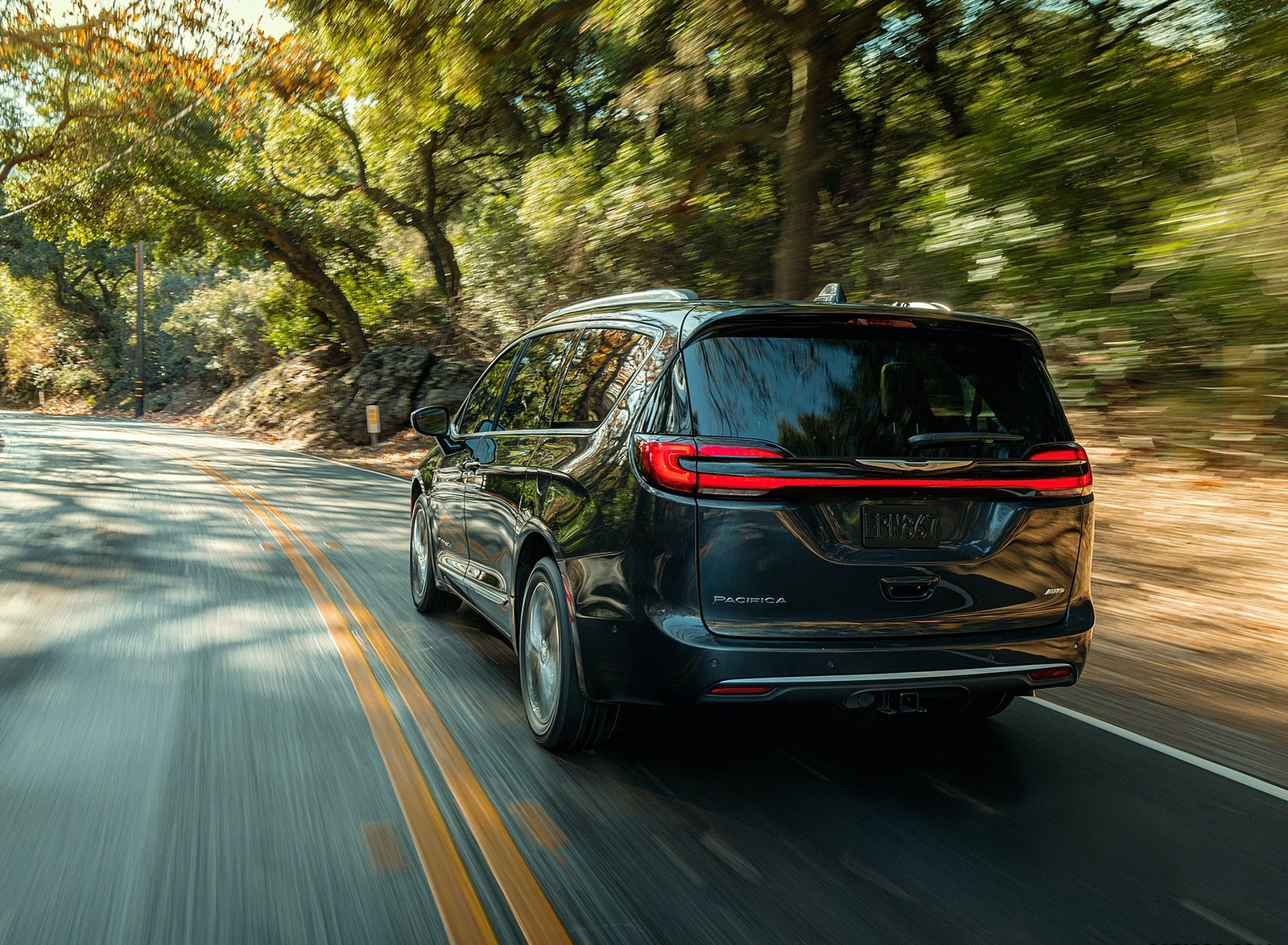2021 Chrysler Pacifica Pinnacle AWD Rear Wallpapers (5)