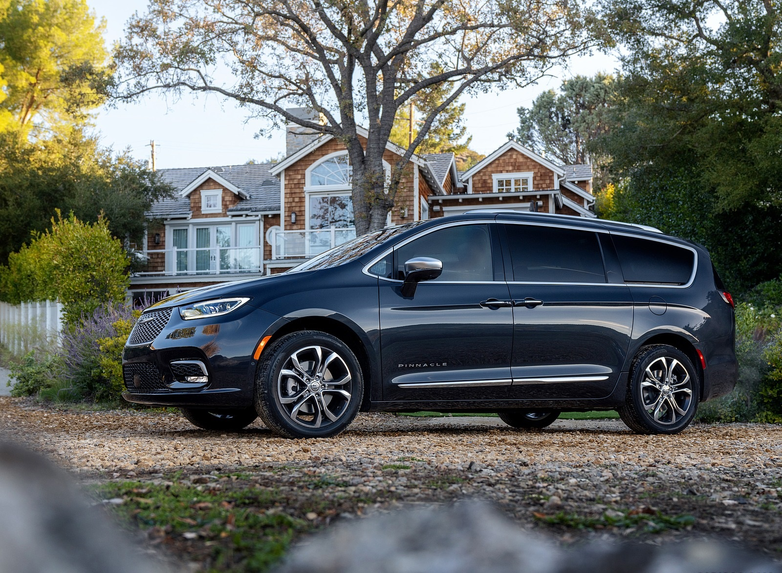 2021 Chrysler Pacifica Pinnacle AWD Side Wallpapers (10)
