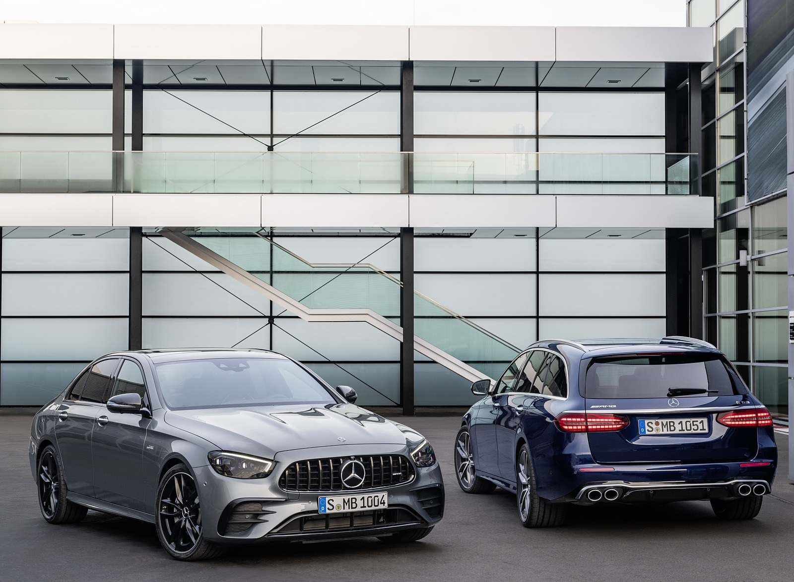 2021 Mercedes-AMG E 53 4MATIC+ Night Package (Color: Selenite Grey Metallic) Front Three-Quarter Wallpapers (8)