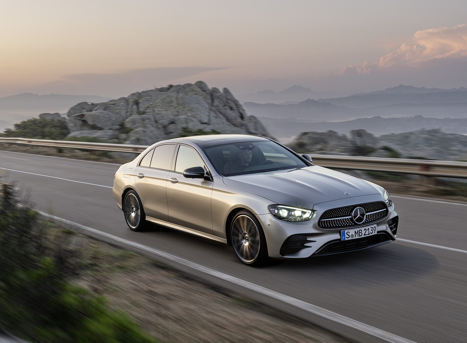 2021 Mercedes-Benz E-Class AMG line (Color: Mojave Silver Metallic) Front Three-Quarter Wallpapers (2)