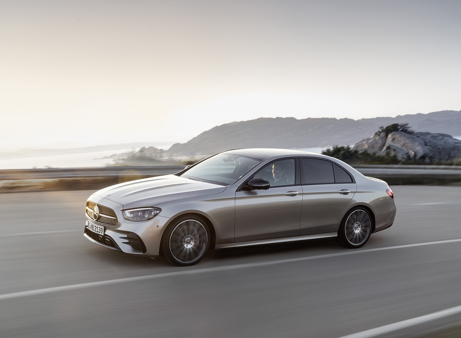 2021 Mercedes-Benz E-Class AMG line (Color: Mojave Silver Metallic) Front Three-Quarter Wallpapers (3)