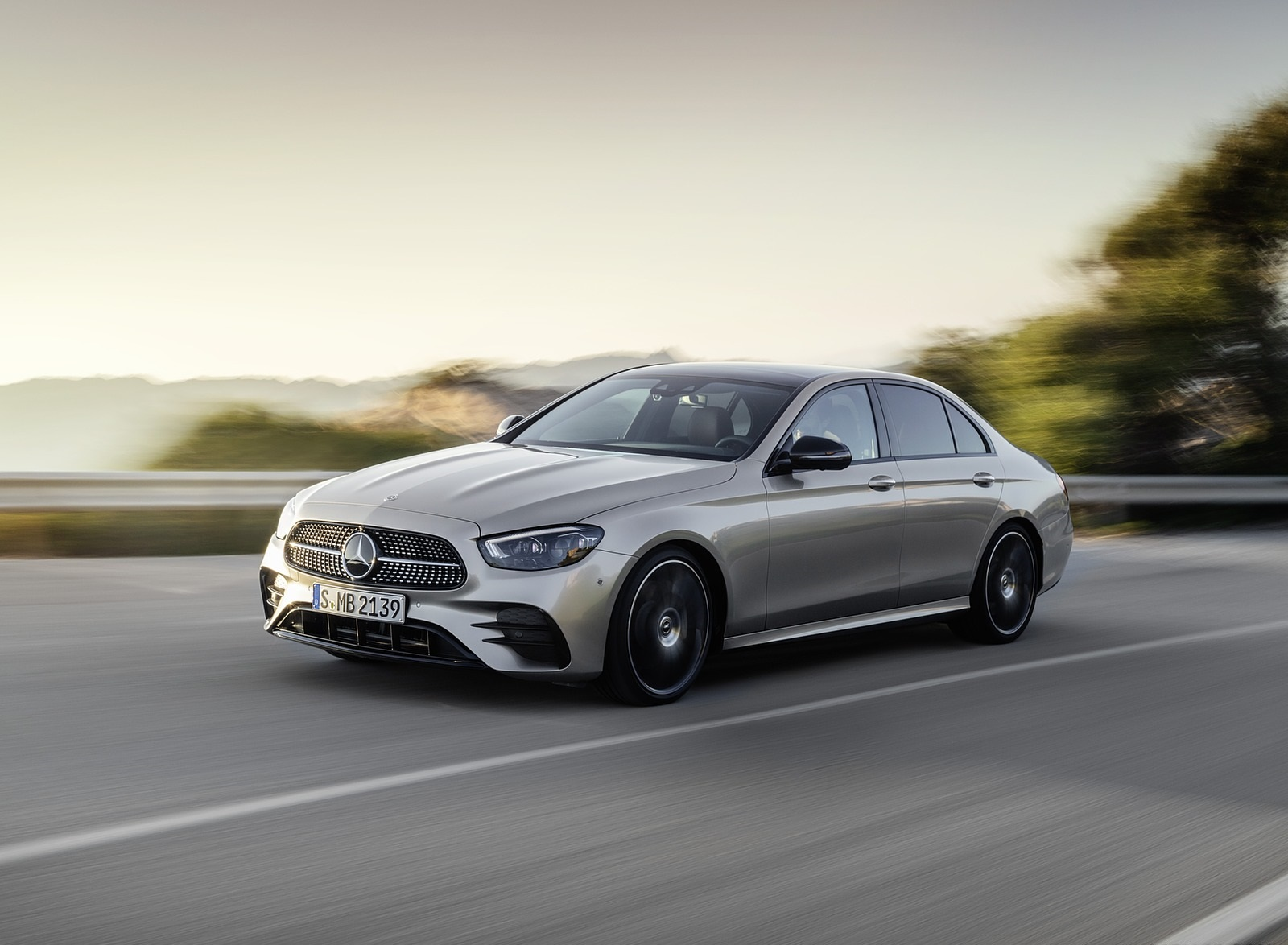 2021 Mercedes-Benz E-Class AMG line (Color: Mojave Silver Metallic) Front Three-Quarter Wallpapers (4)