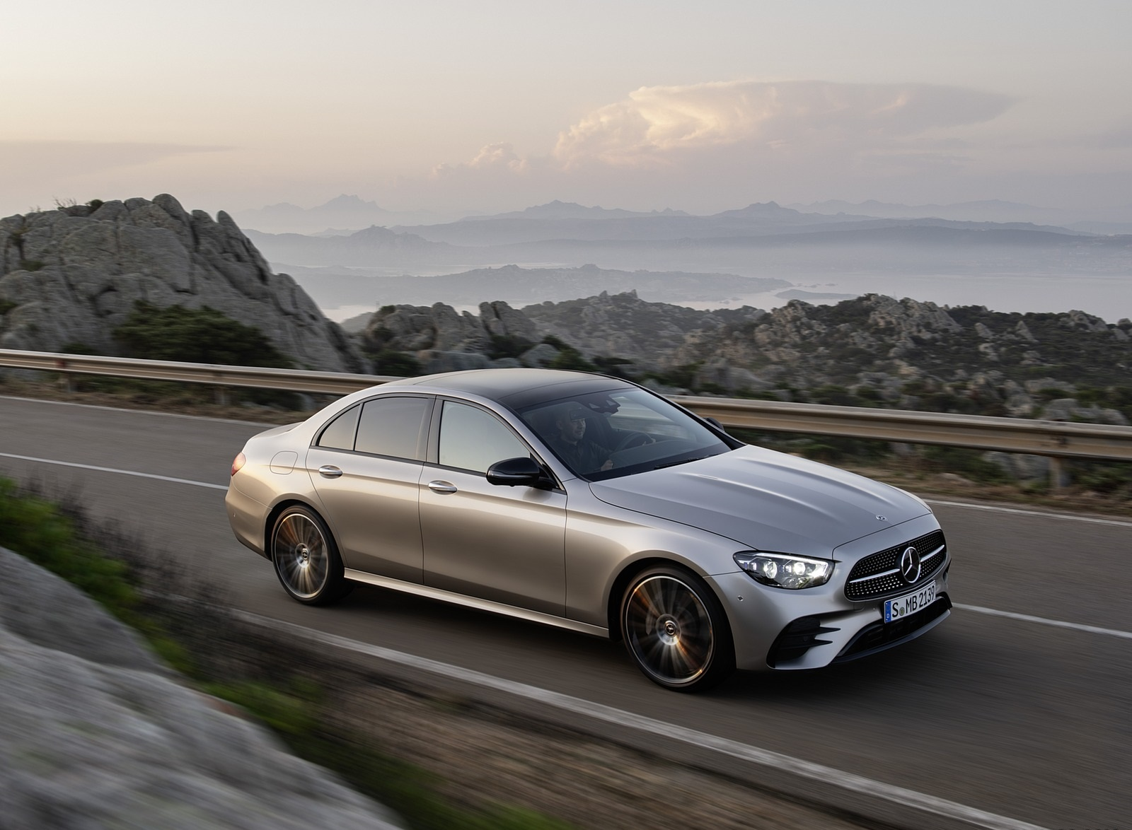 2021 Mercedes-Benz E-Class AMG line (Color: Mojave Silver Metallic) Front Three-Quarter Wallpapers (5)