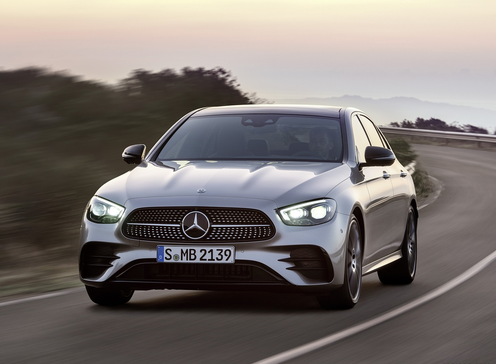 2021 Mercedes-Benz E-Class AMG line (Color: Mojave Silver Metallic) Front Wallpapers (6)