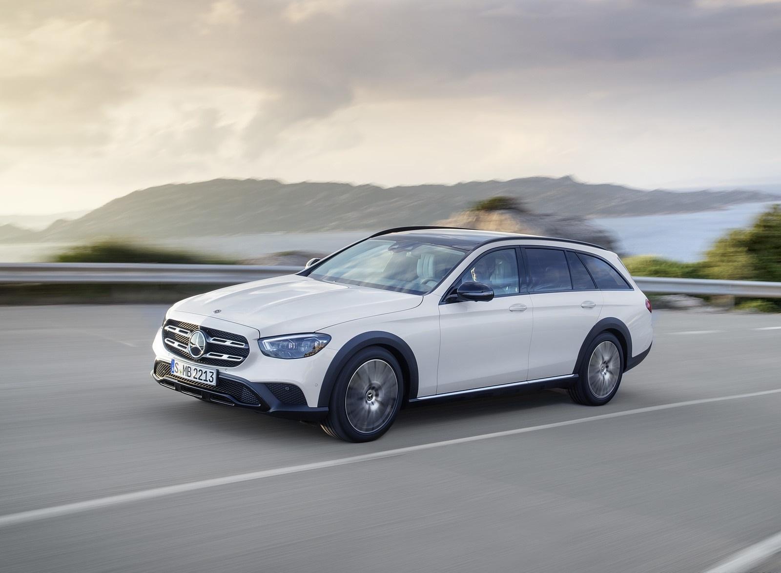 2021 Mercedes-Benz E-Class All-Terrain Line Avantgarde (Color: Designo Diamond White Bright) Front Three-Quarter Wallpapers (4)