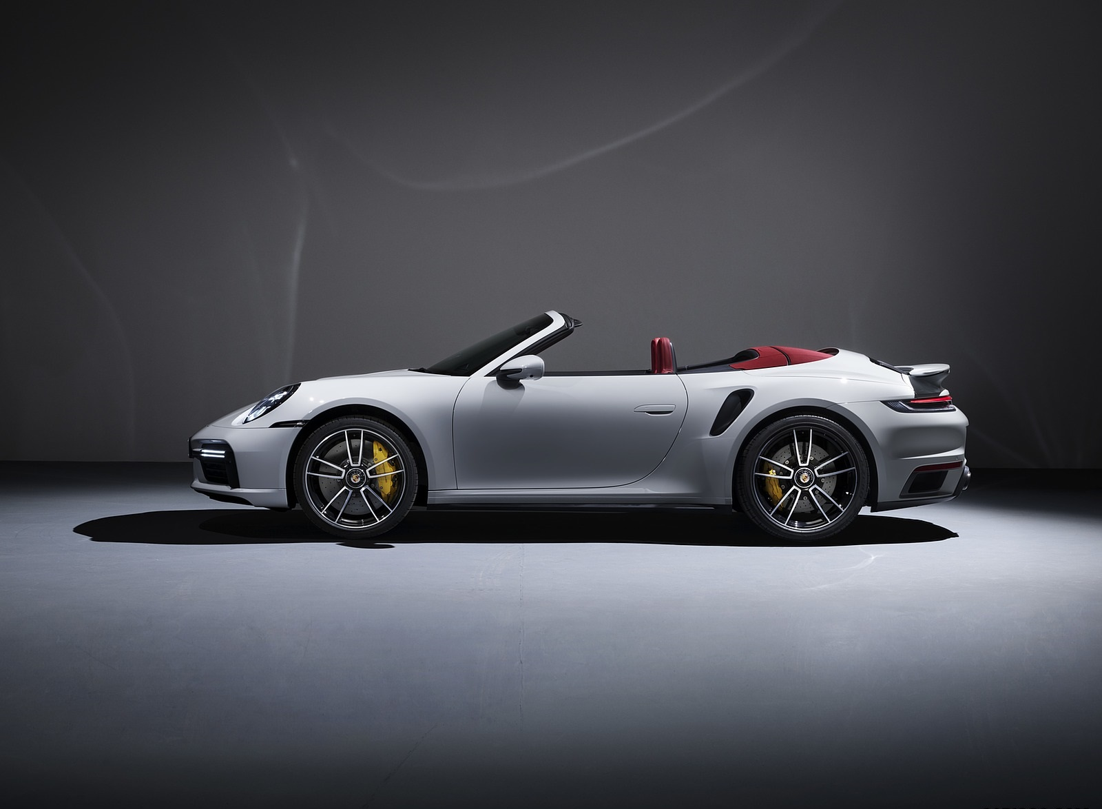 2021 Porsche 911 Turbo S Cabriolet Side Wallpapers (4)