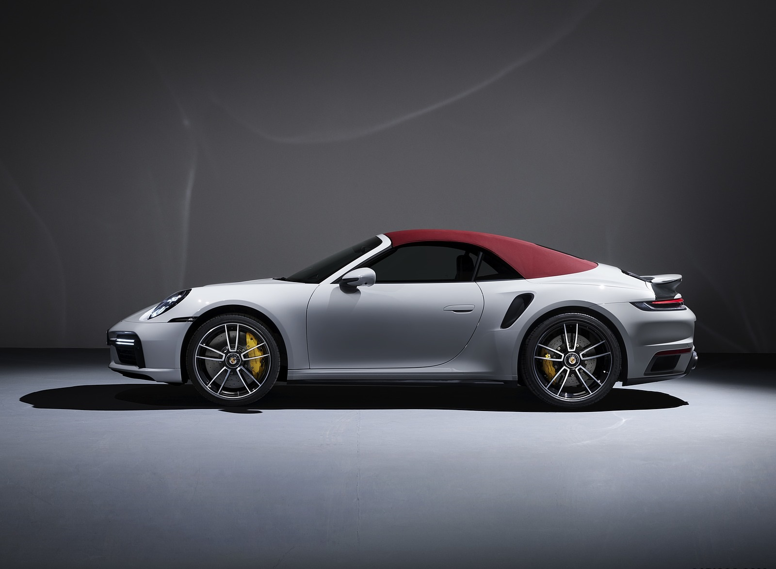 2021 Porsche 911 Turbo S Cabriolet Side Wallpapers (3)