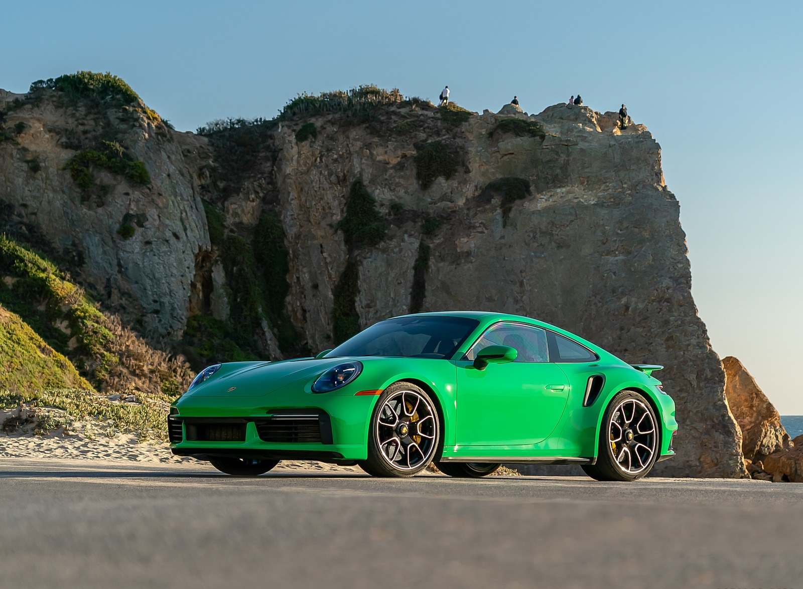 2021 Porsche 911 Turbo S Coupe (Color: Python Green) Front Three-Quarter Wallpapers (9)