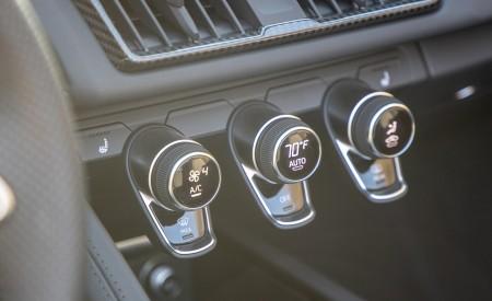 2020 Audi R8 Spyder (US-Spec) Interior Detail Wallpapers 450x275 (38)