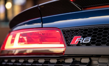 2020 Audi R8 Spyder (US-Spec) Tail Light Wallpapers 450x275 (32)