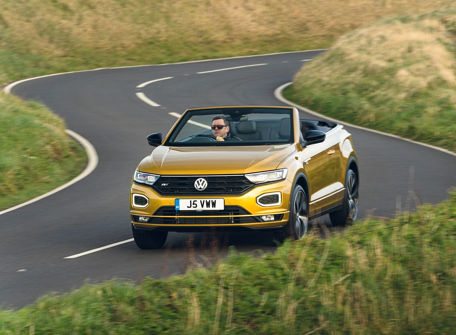 2020 Volkswagen T-Roc R-Line Cabriolet (UK-Spec) Front Three-Quarter Wallpapers (1)