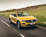 2020 Volkswagen T-Roc R-Line Cabriolet (UK-Spec) Front Three-Quarter Wallpapers 150x120 (15)