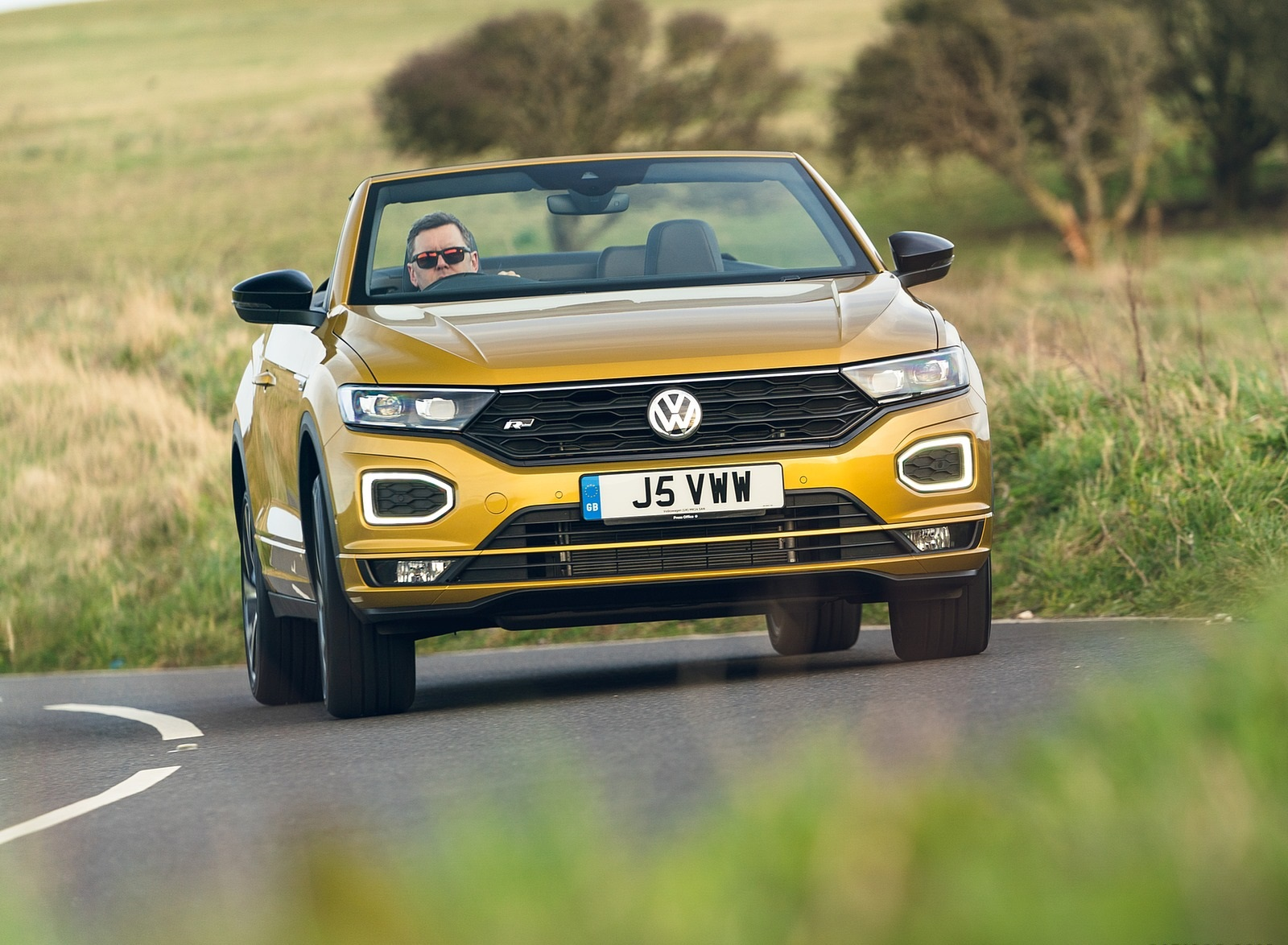 2020 Volkswagen T-Roc R-Line Cabriolet (UK-Spec) Front Wallpapers (6)
