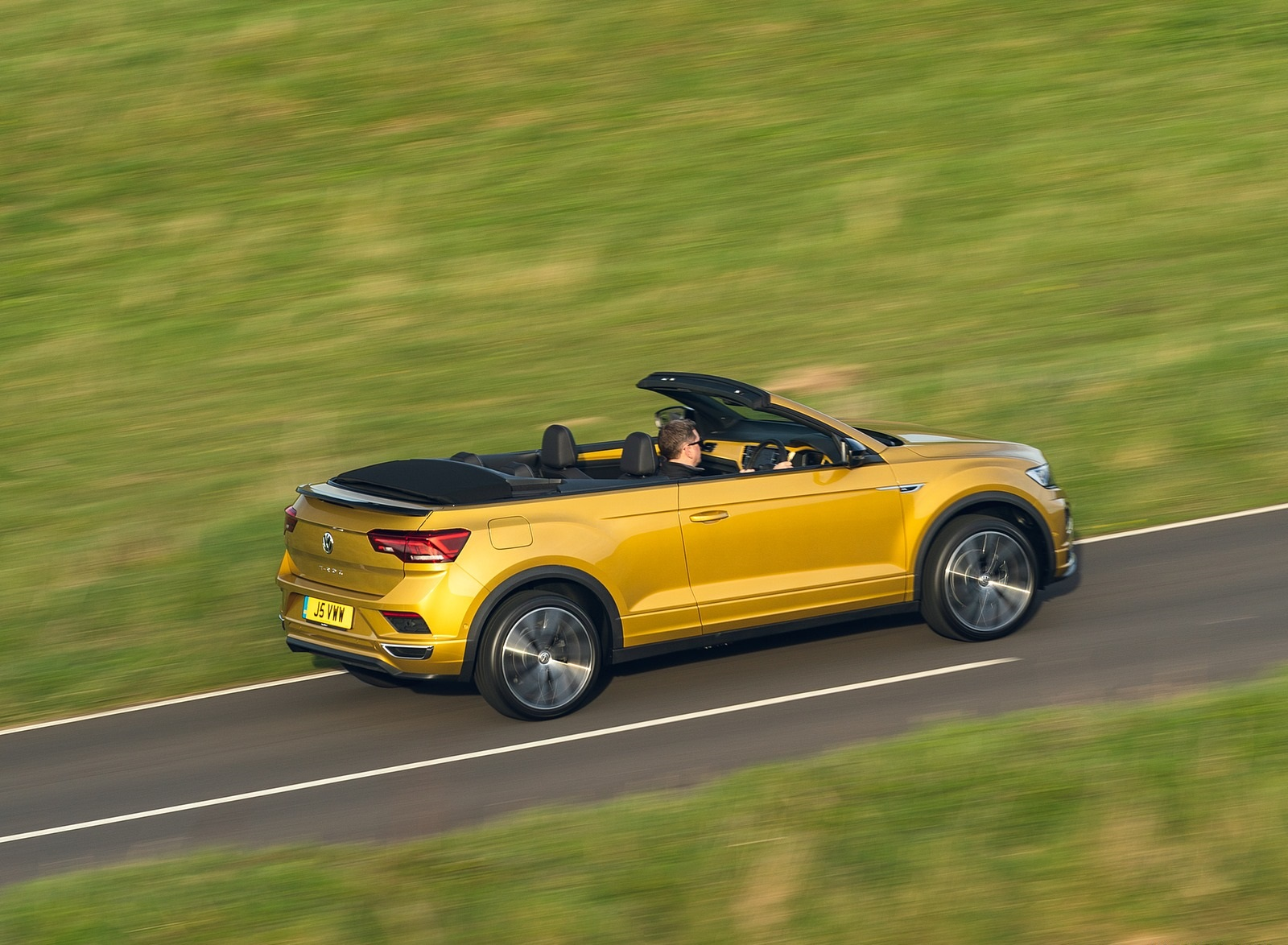 2020 Volkswagen T-Roc R-Line Cabriolet (UK-Spec) Rear Three-Quarter Wallpapers (8)