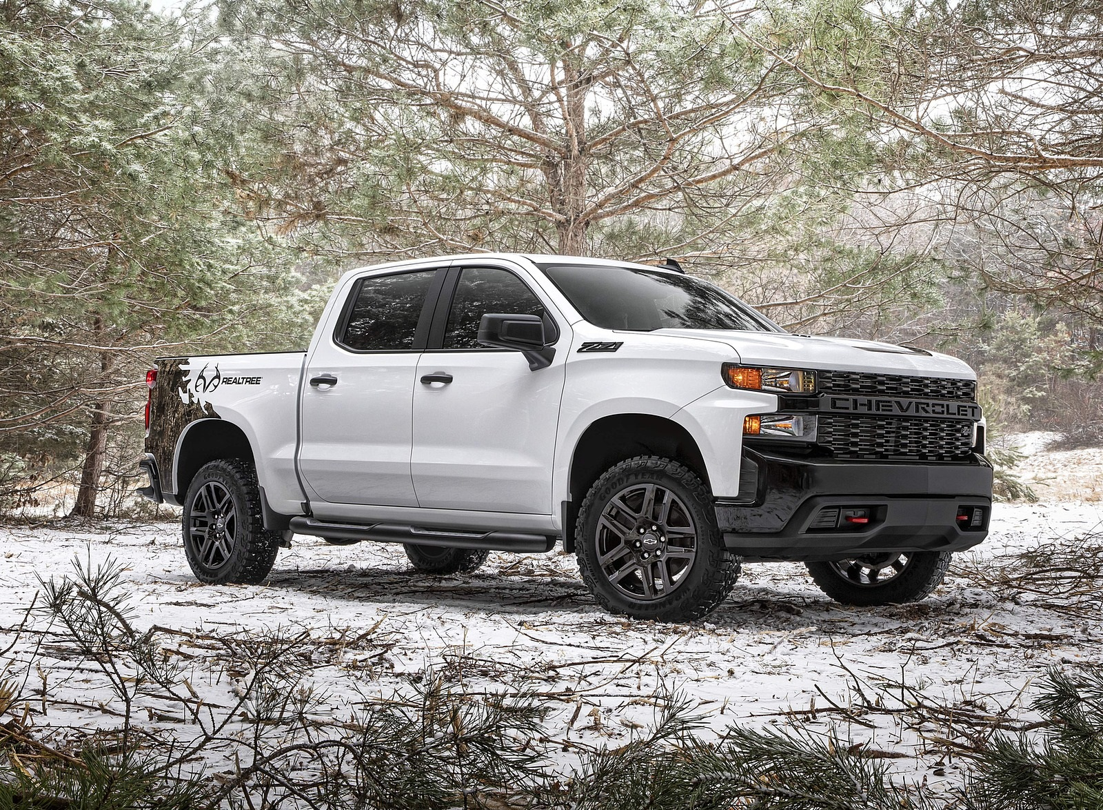 2021 Chevrolet Silverado Realtree Edition Front Three-Quarter Wallpapers (1)