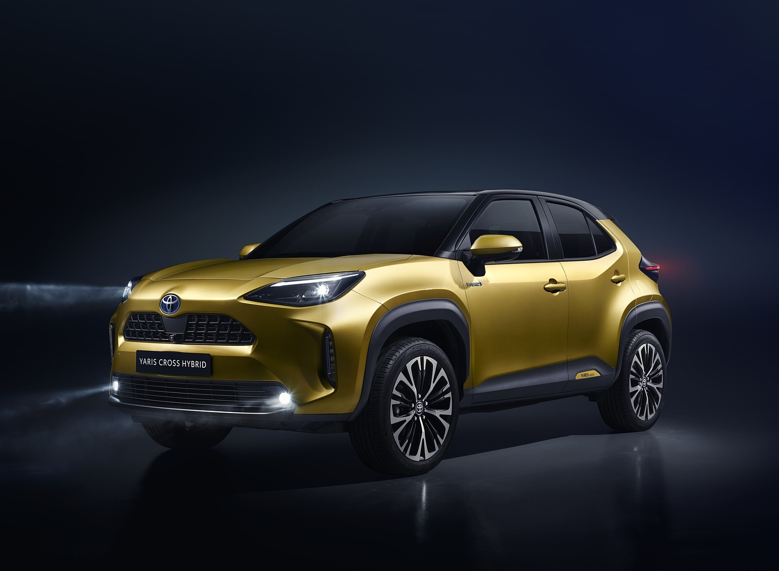 2021 Toyota Yaris Cross Hybrid AWD Front Three-Quarter Wallpapers (1)