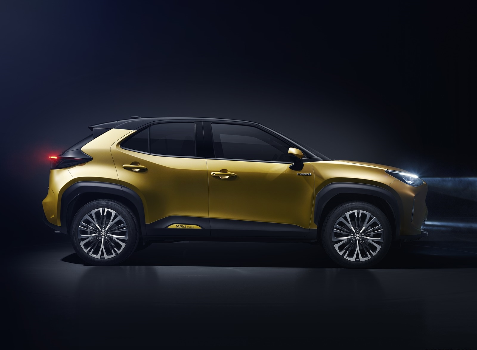 2021 Toyota Yaris Cross Hybrid AWD Side Wallpapers (5)