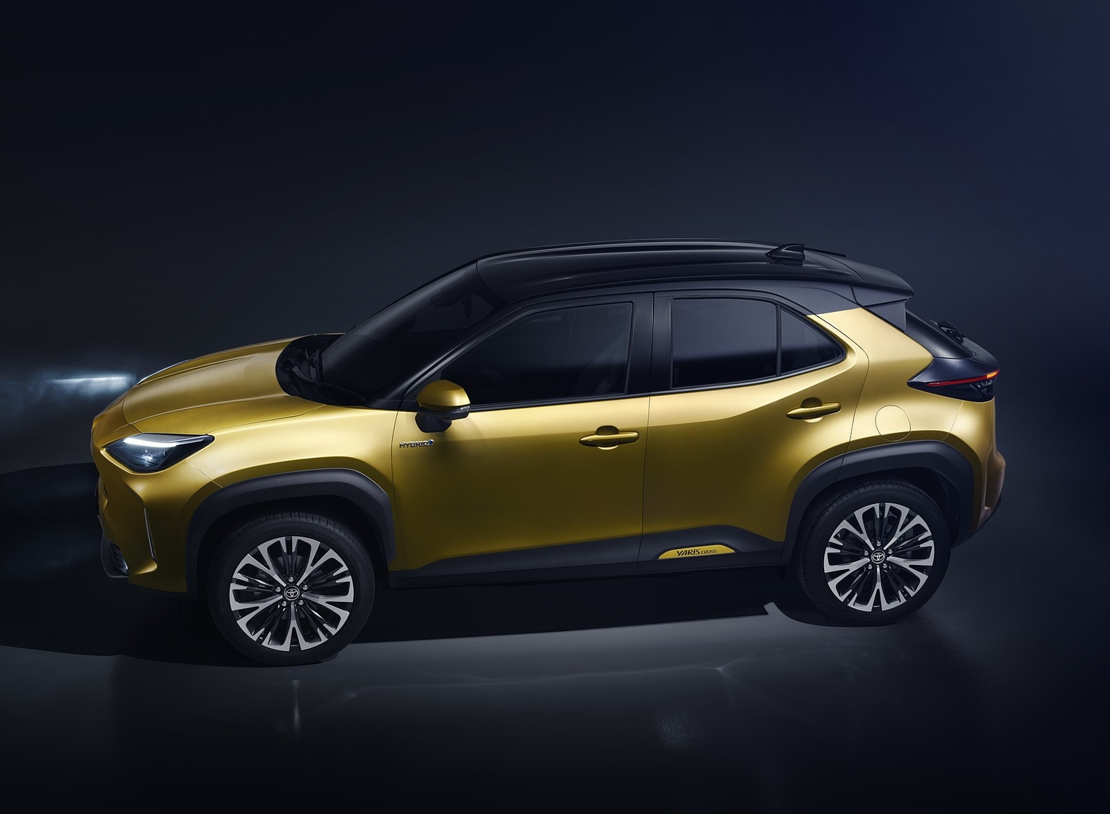 2021 Toyota Yaris Cross Hybrid AWD Side Wallpapers (4)