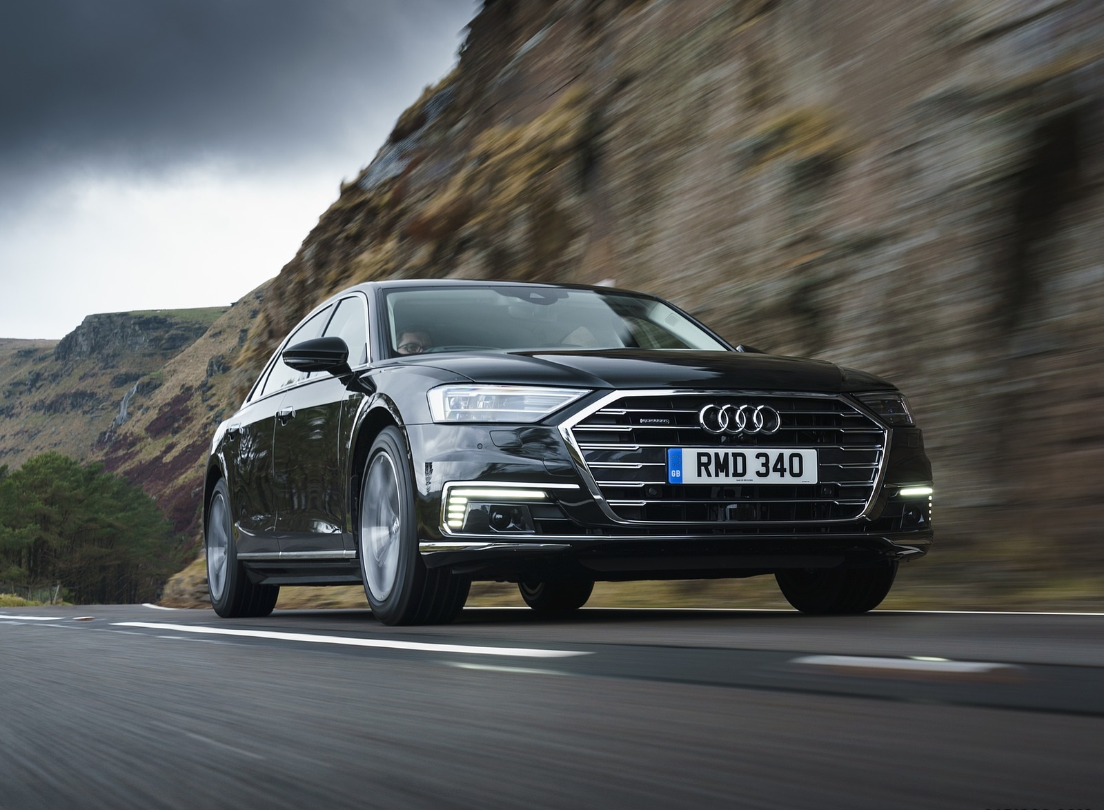 2020 Audi A8 L 60 TFSI e quattro (Plug-In Hybrid UK-Spec) Front Three-Quarter Wallpapers (5)