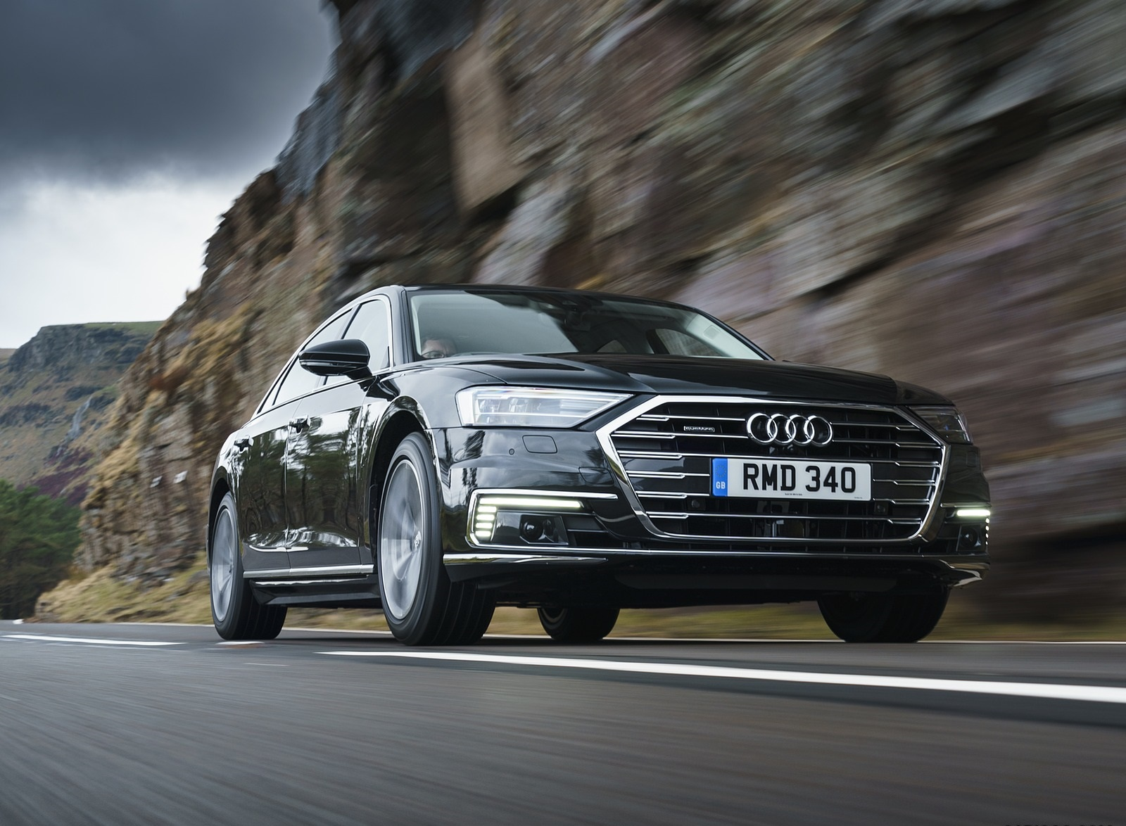2020 Audi A8 L 60 TFSI e quattro (Plug-In Hybrid UK-Spec) Front Three-Quarter Wallpapers (6)