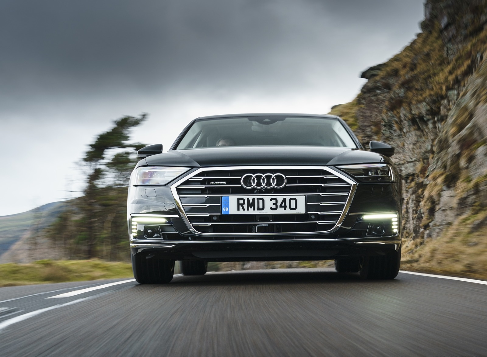 2020 Audi A8 L 60 TFSI e quattro (Plug-In Hybrid UK-Spec) Front Wallpapers (9)