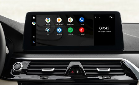 2021 BMW 5 Series Central Console Wallpapers 450x275 (31)