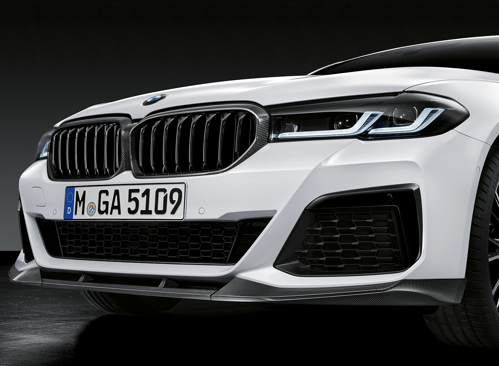 2021 BMW 5 Series M Performance Parts Front Bumper Wallpapers (5)
