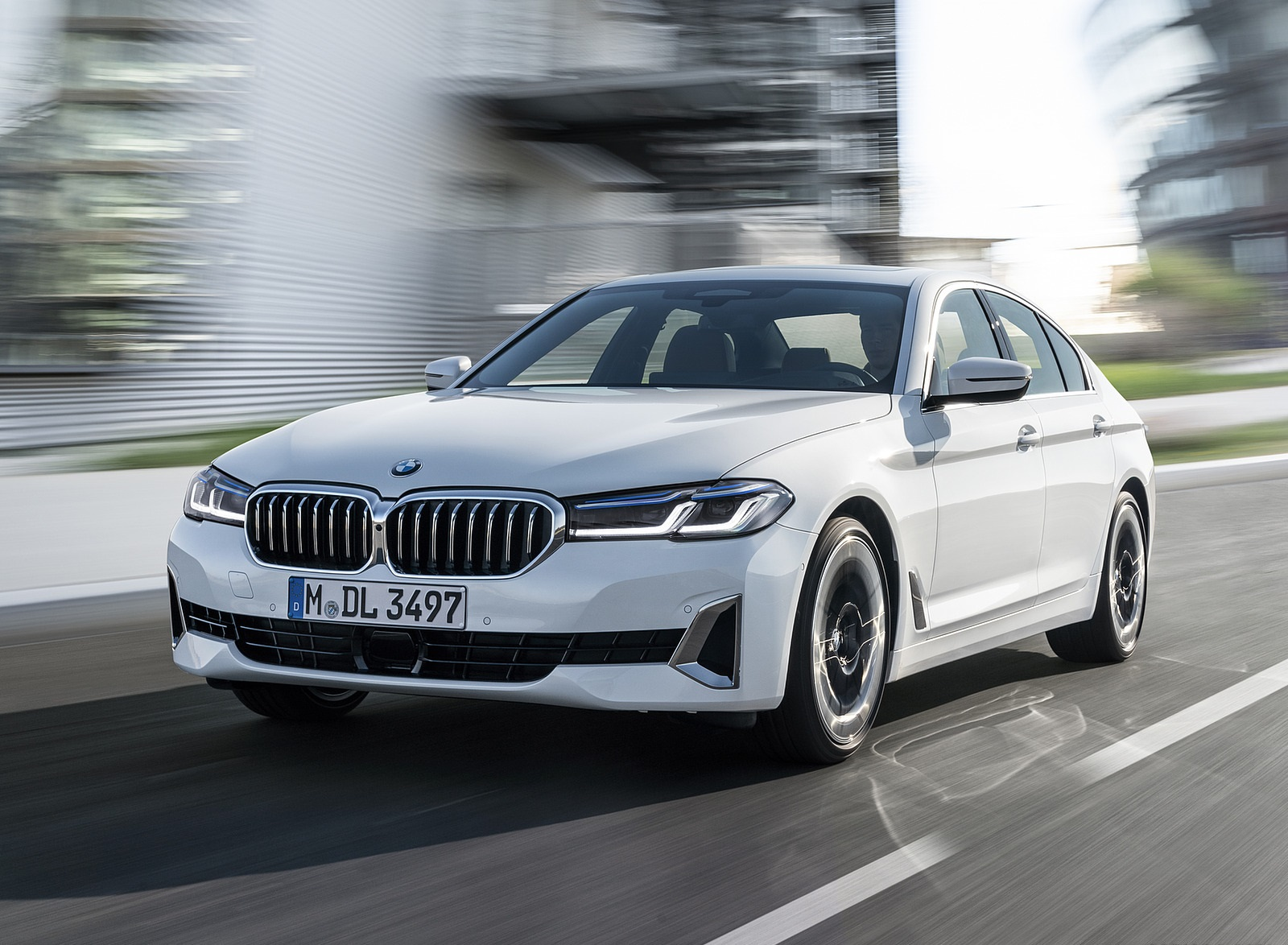 2021 BMW 540i Front Three-Quarter Wallpapers (1)