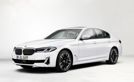 2021 BMW 540i Front Three-Quarter Wallpapers 450x275 (10)