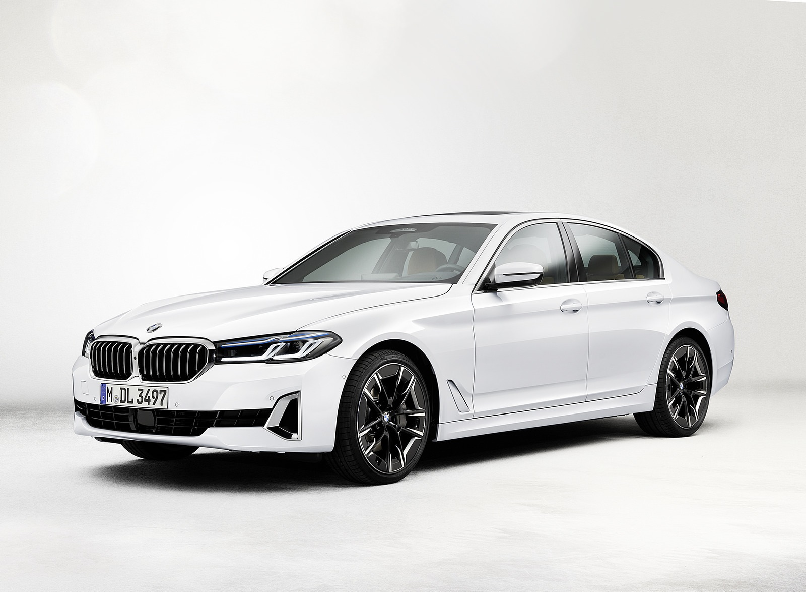 2021 BMW 540i Front Three-Quarter Wallpapers (10)