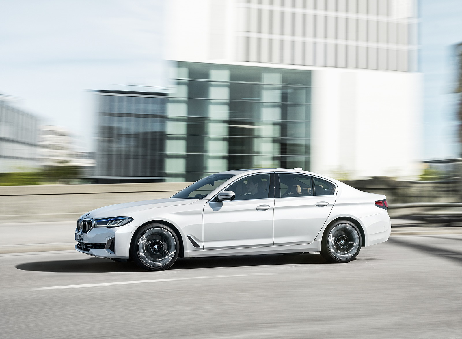 2021 BMW 540i Side Wallpapers (6)