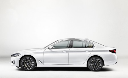 2021 BMW 540i Side Wallpapers 450x275 (14)