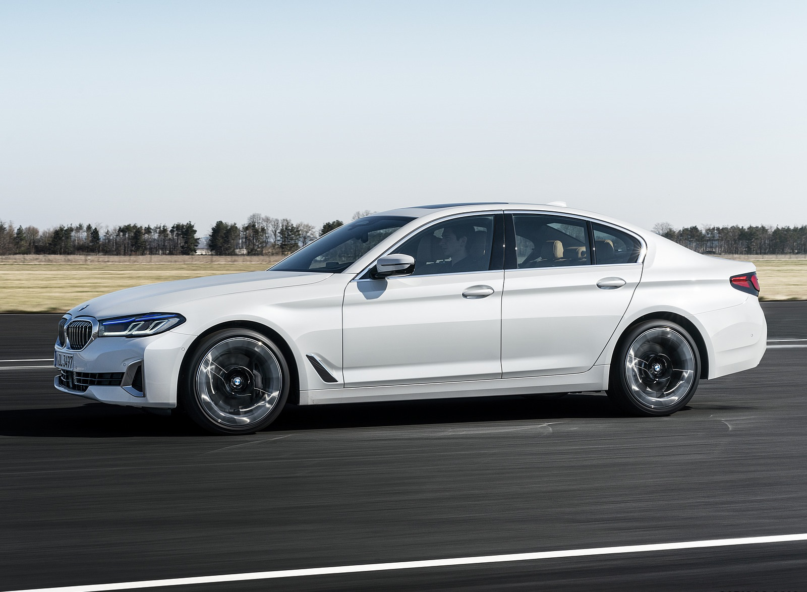 2021 BMW 540i Side Wallpapers (7)