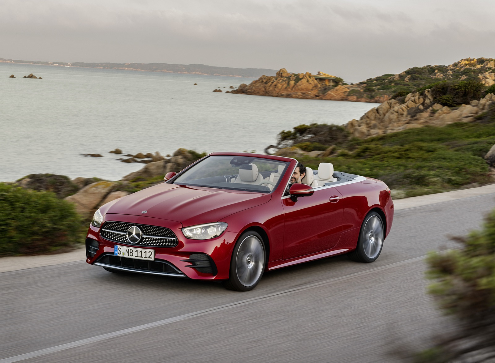 2021 Mercedes-Benz E 450 4MATIC Cabriolet AMG Line (Color: Designo Hyacinth Red Metallic) Front Three-Quarter Wallpapers (2)