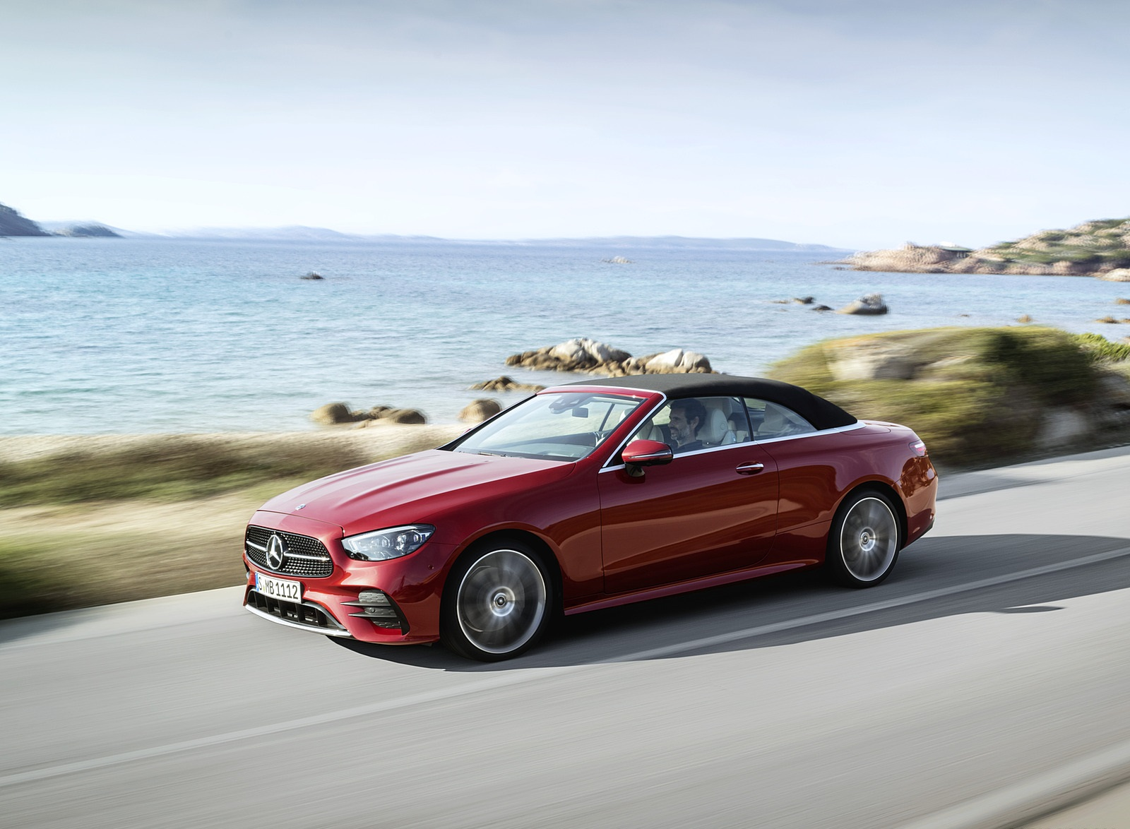 2021 Mercedes-Benz E 450 4MATIC Cabriolet AMG Line (Color: Designo Hyacinth Red Metallic) Front Three-Quarter Wallpapers (4)