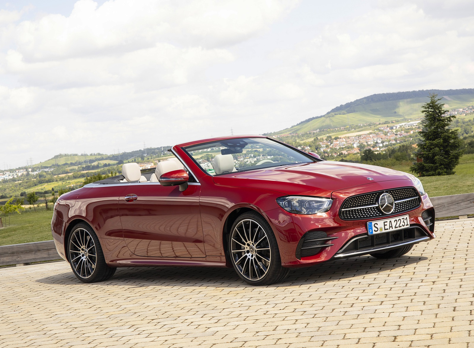 2021 Mercedes-Benz E 450 4MATIC Cabriolet (Color: Patagonia Red) Front Three-Quarter Wallpapers (5)