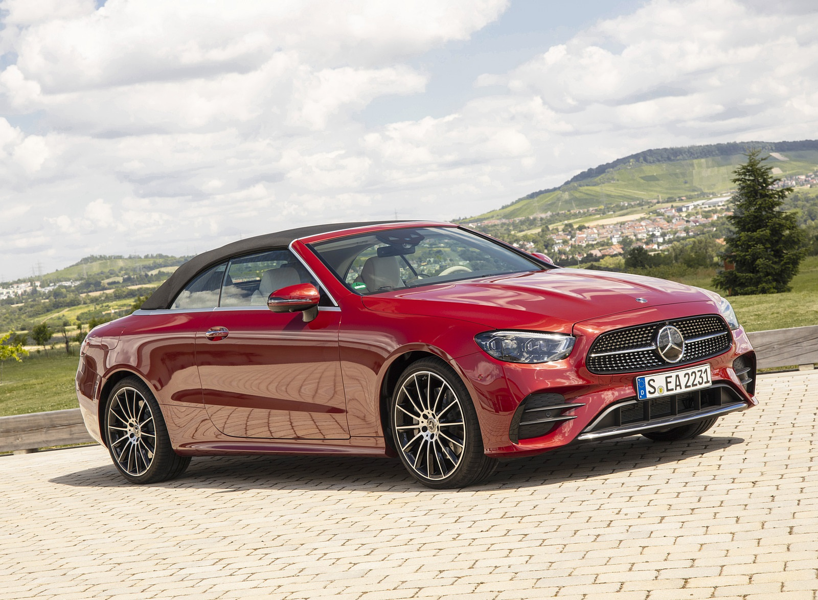 2021 Mercedes-Benz E 450 4MATIC Cabriolet (Color: Patagonia Red) Front Three-Quarter Wallpapers (6)